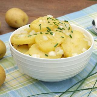 Schwabischer Kartoffelsalat (Swabian Potato Salad)