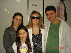 Photo: Nós e a cantora KÁTIA, afilhada do Rei Roberto Carlos, cantou maravilhosamente bem ! Emocionou com seus sucessos e sucessos do Rei !