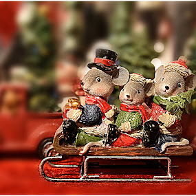 Christmas Mice Family  by Lorraine D.  Heaney - Public Holidays Christmas (  )