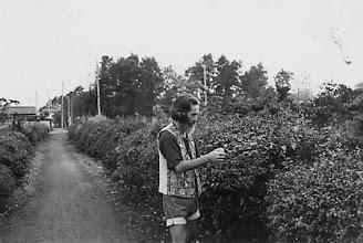 Photo: 1975 西国分寺・CCC大使館そばの茶畑にて