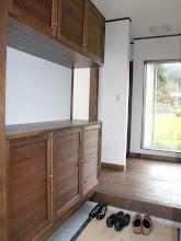 Photo: 玄関下足入(手作り風をイメージし大工さんに作らせました。)