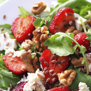 Strawberry Arugula Salad with Walnuts and Goat Cheese