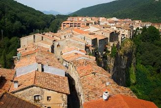 Photo: una vista clàssica del poble -  castellfollit de la roca - la garrotxa -
