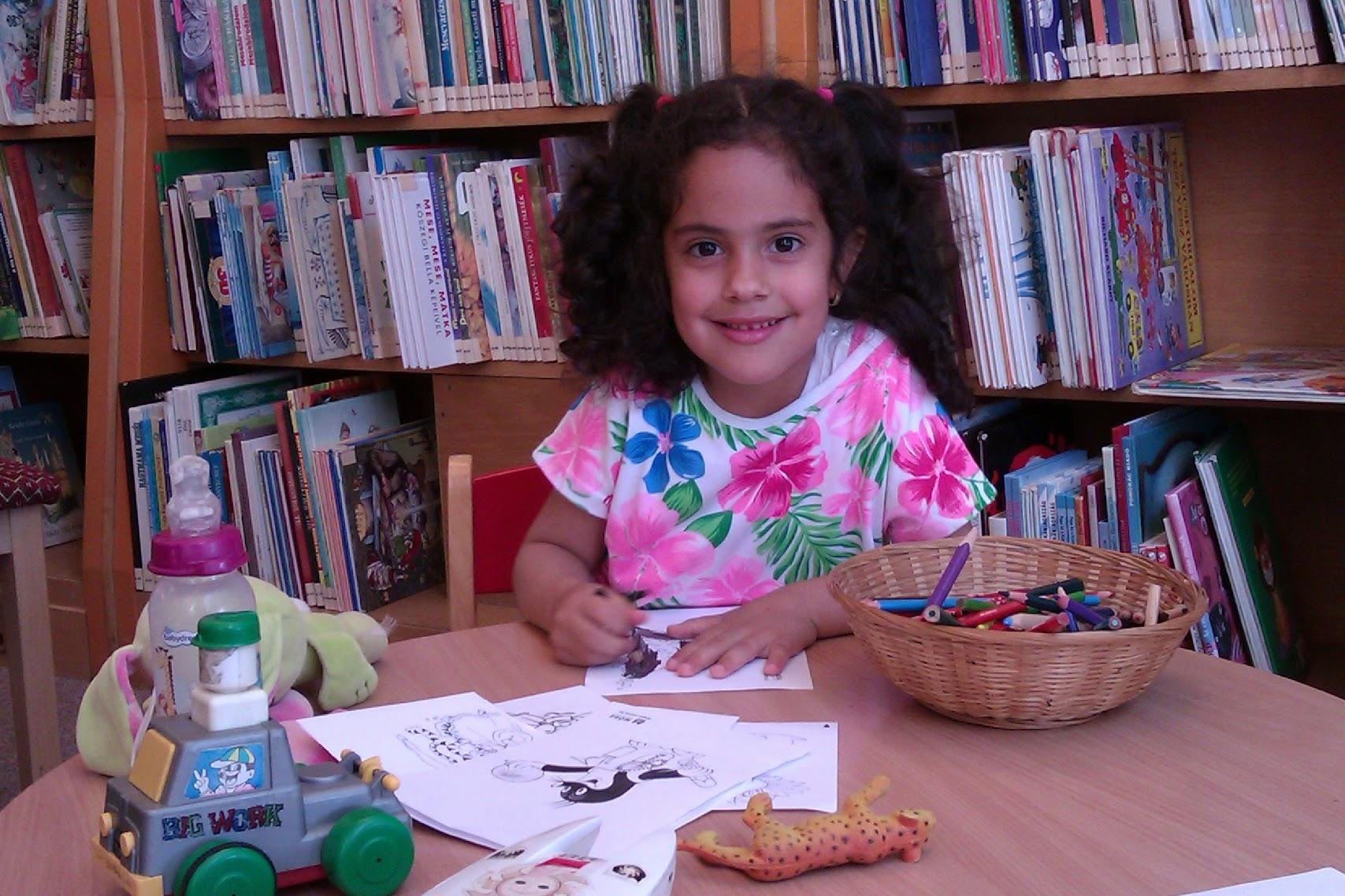 Kézműves foglalkozás a könyvtárban