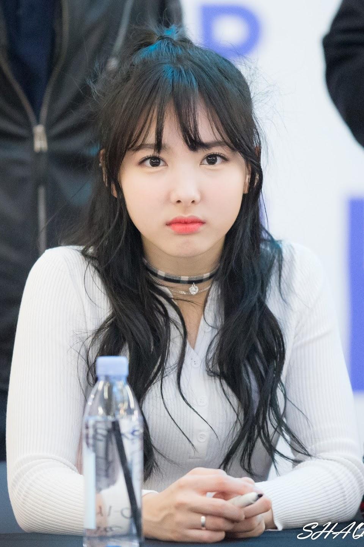nayeon choker 3