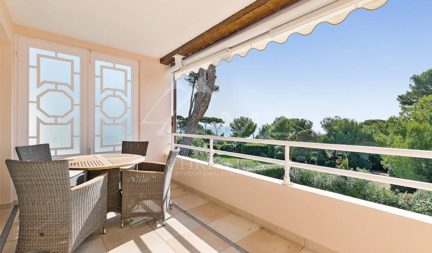 Apartment with terrace and pool Cap d'Antibes