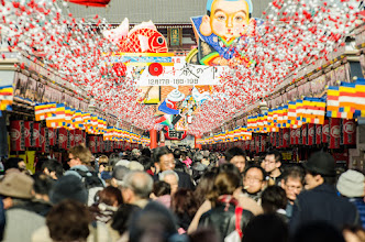 Photo: Crowds at Nakamise Dori - a path of shops leading the way to Sensoji Temple in Asakusa