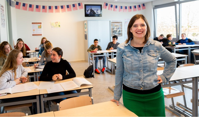 • Geerte Holwerda met leerlingen van TTO VWO-4.