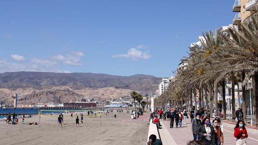 El Paseo Marítimo de Almería es siempre una de las opciones preferidas por los ciudadanos.