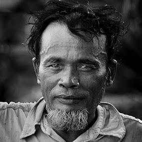 Staring by Achmad Tibyani - People Portraits of Men ( stare, bw, simangunsong, man, portrait )