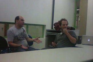Photo: Daniel e prof. Paulo Teles durante a aula na ECA
