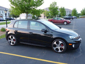 "Photo: The red brake calipers are a nice touch.  18"" ""detroit"" alloy wheels with Pirelli P Zero Nero tires."
