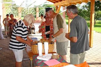 Photo: Schlussrast am Dorfgemeinschaftshaus Ihn