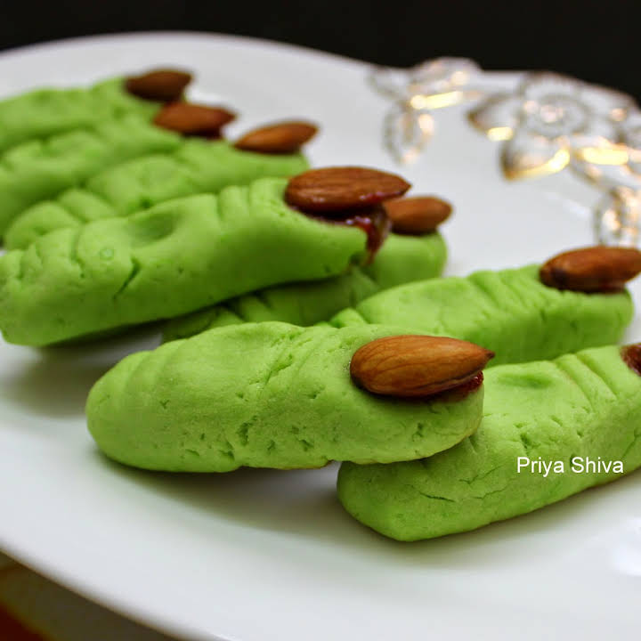 Eggless Halloween With Fingers