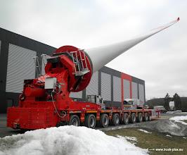Photo: Goldhofer Selbstfahrer für Flügel von Windkraftanlagen. BENDER - der Schwerlast Profi aus Freudenberg! -------> www.truck-pics.eu