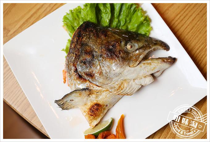 大手町日本料理鮭魚頭鹽烤