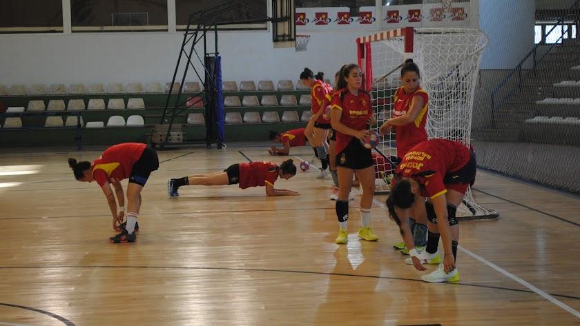 Las jugadoras de España en el Pabellón Rafael Florido.