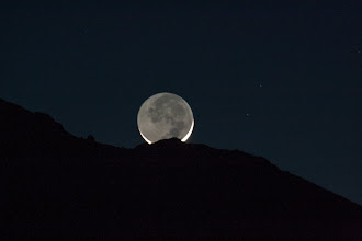 Photo: Crescent moon set in Mojave National Preserve