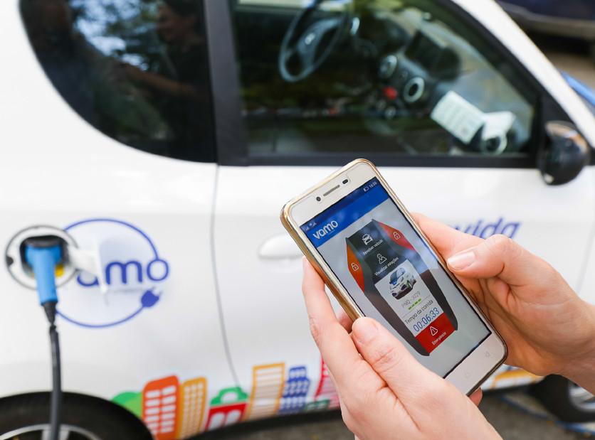 Aplicativo dá acesso ao compartilhamento de carros elétricos em Fortaleza, pioneiro na América Latina. (Fonte: Prefeitura de Fortaleza)
