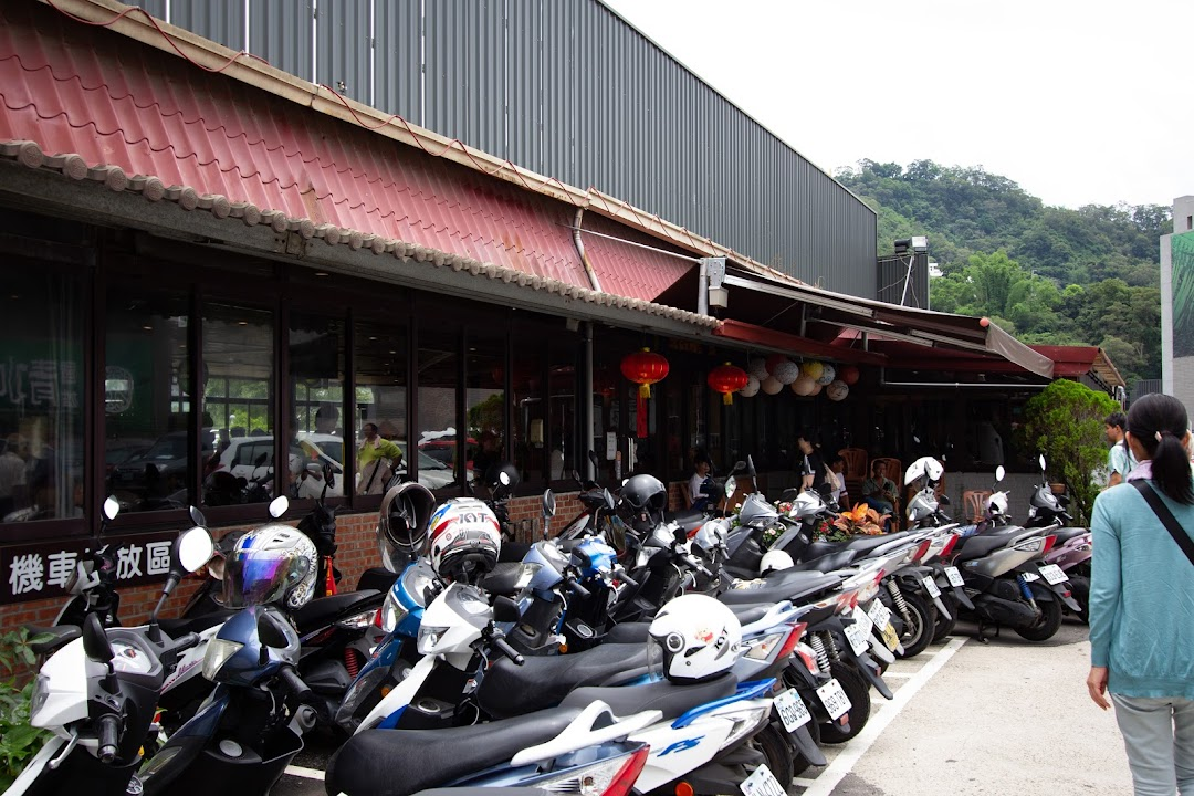 鶏丸焼きの名店で舌鼓、鹿港老街・鹿港天后宮で観光:仲間と台湾旅2018(5)