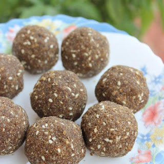 ragi laddu recipe using jaggery (finger millet flour Balls)