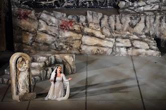 Photo: TANNHÄUSER beim Festival Aspendos/ Türkei im September 2012. Inszenierung: Hans Peter Lehmann. Zum Bericht von Dr. Klaus Billand. Mit Feryal Türkoglu (Elisabeth). Foto: Festival Aspendos