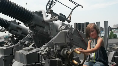 Photo: Gen turning the flak gun