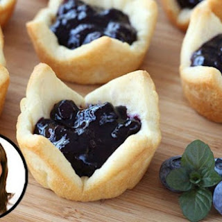 How Make Adorable Mini Blueberry Pies