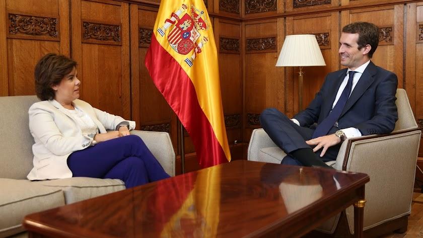 Casado y Sáenz de Santamaría en una reunión tras el Congreso del PP.