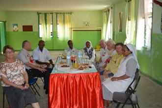 Photo: Accueil à l'école Saint-Joseph, avec les Filles de Marie