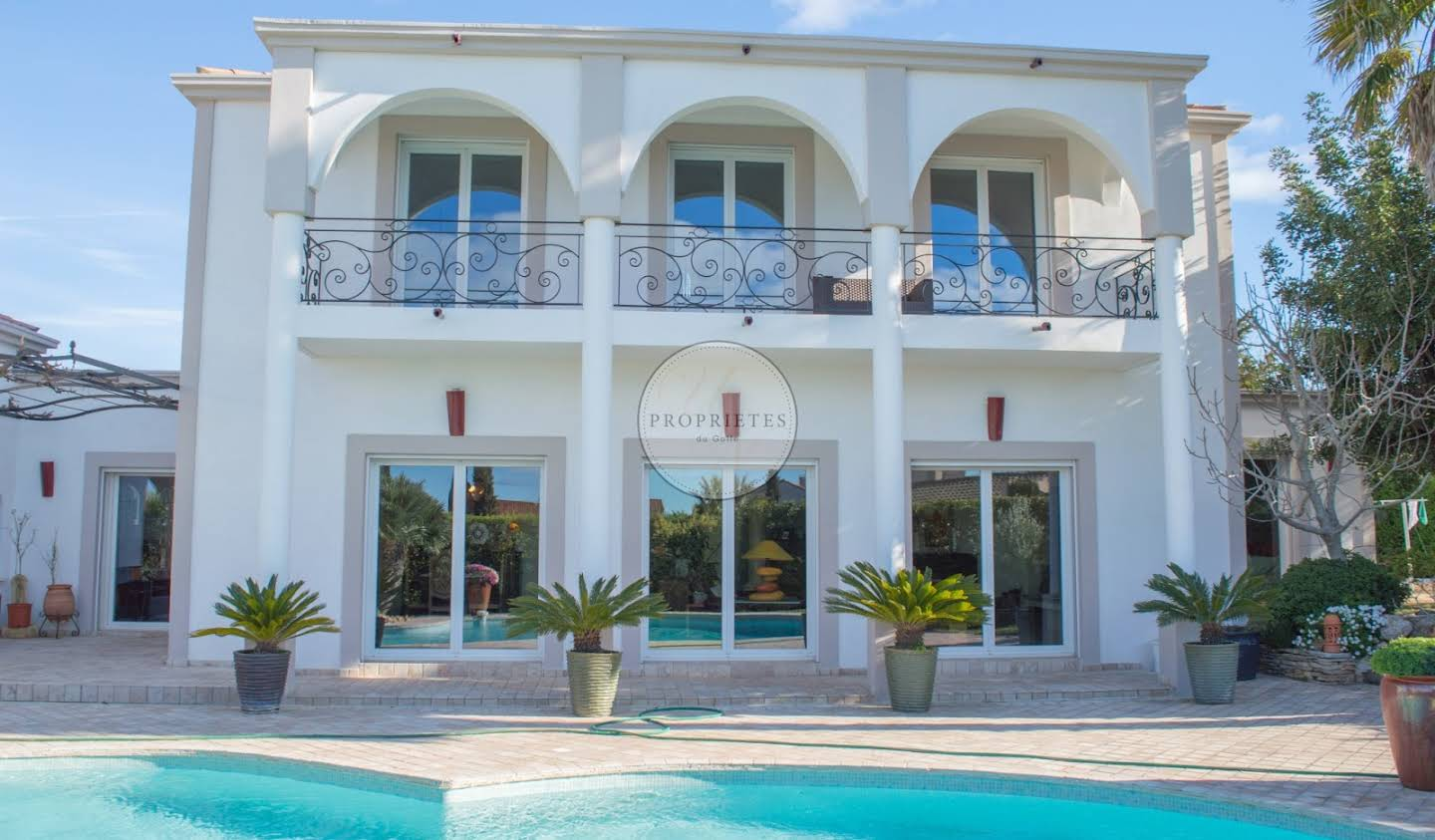 House with pool and terrace Agde