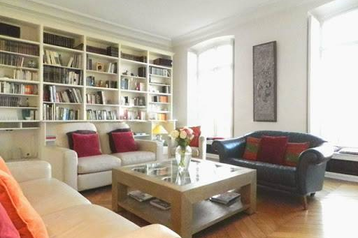 Living area at Quai de la Tournelle Apartments 110 m²