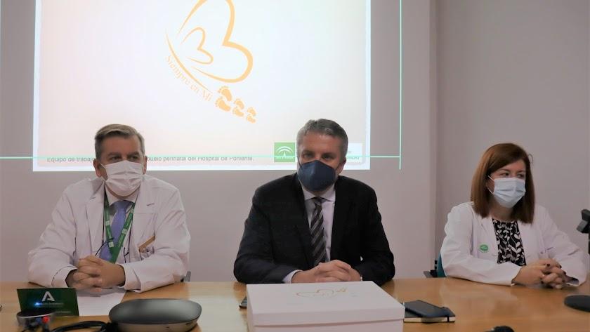 Director del Hospital de Poniente y delegado de Salud, en un reciente acto en el centro sanitario.