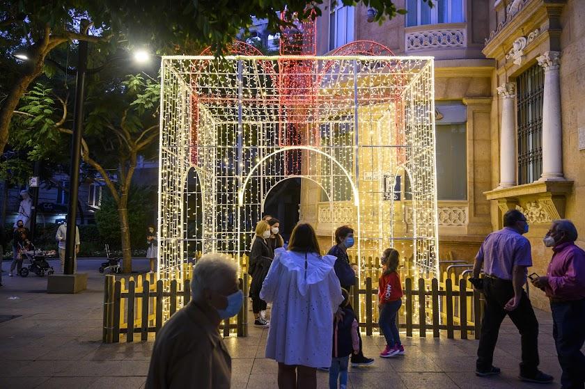 Una caja de luz para atraer clientes al Paseo de Almería