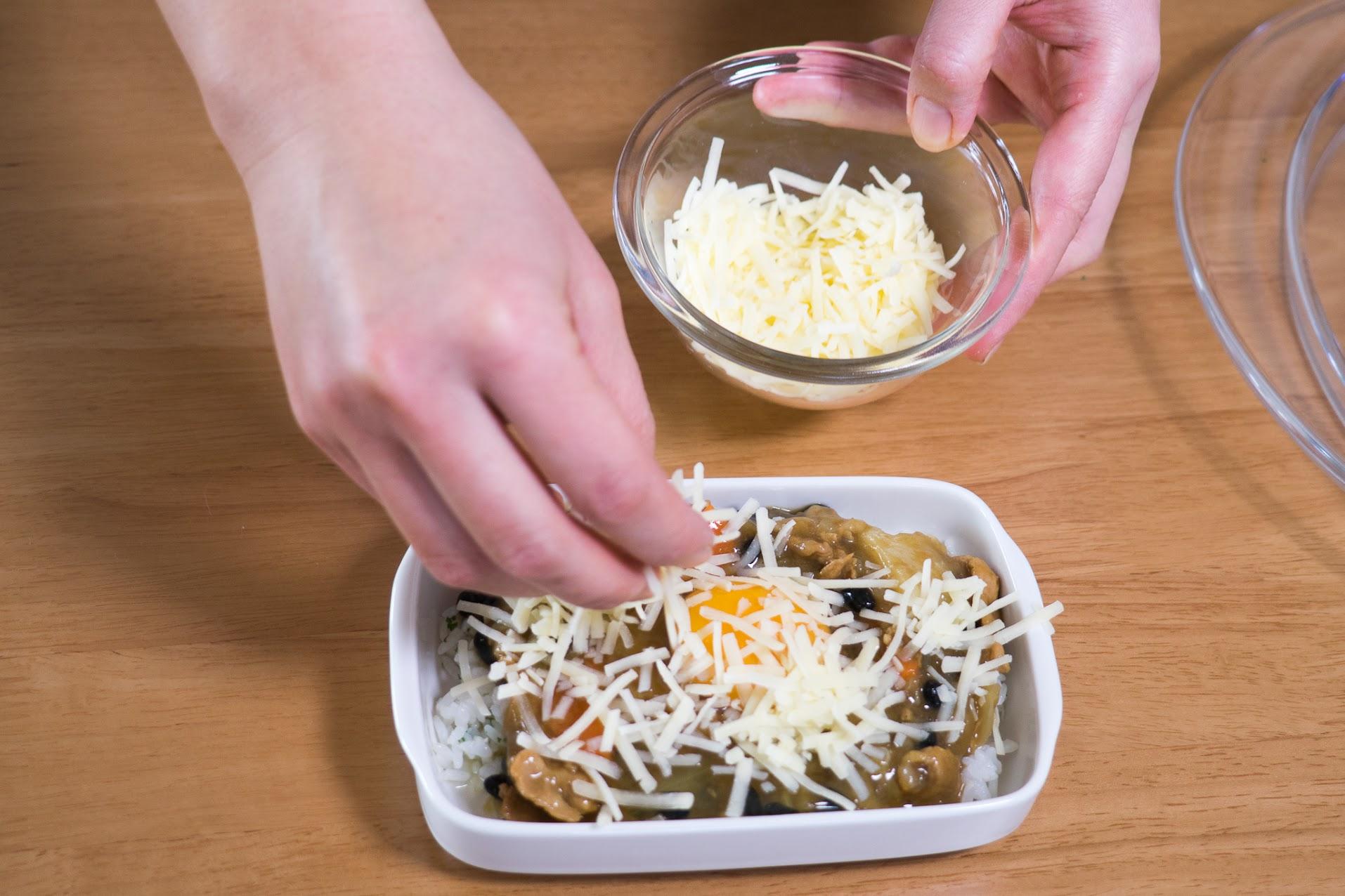 黒千石大豆入り焼きチーズカレーレシピ:チーズをかけて、オーブントースターで