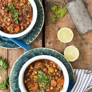 Slow Cooker Tangy Baked Bean Chili {vegetarian}