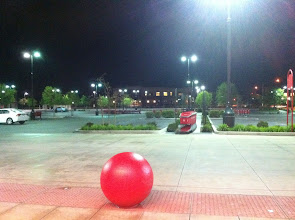 Photo: El estacionamiento solitario, ¡a como me gusta hacer mis compras de noche!