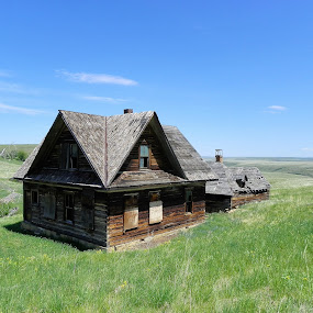 Abandoned Homestead by James Oviatt - Buildings & Architecture Decaying & Abandoned