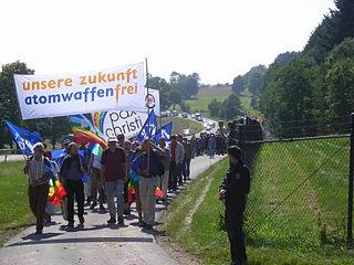 320px-Unsere_Zukunft_Atomwaffenfrei_-_Demo_Büchel_2008-2.jpg