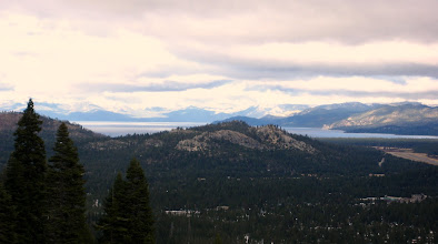 Photo: Lake Tahoe ilerde. USA'nın ikinci derin gölü.