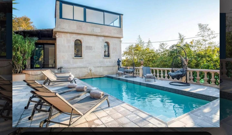Villa avec piscine en bord de mer Cannes