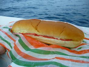 Photo: 赤いハムが入ったホットドッグ! これがウマイ!いつもありがとうございます!カワサキさん!