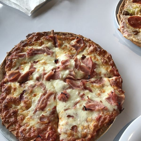Extra cheese and ham gf pizza. Loved it.