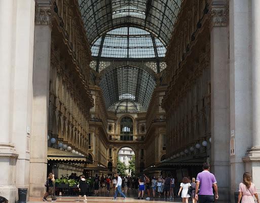 Galleria Vittorio Emanuele, in giro con la mascherina di jovi55
