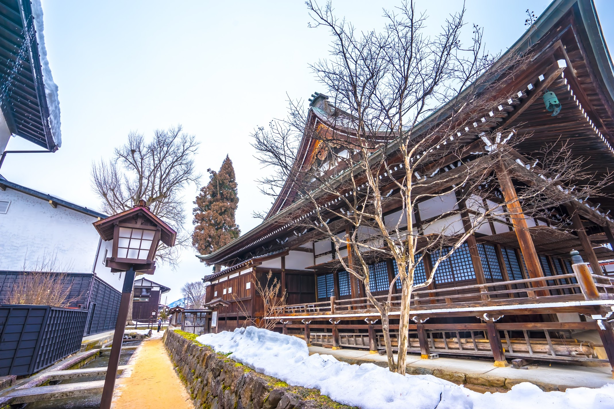 Hida Furukawa Enkoji Temple White Walled Storehouse Street1