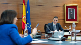 Margarita Robles y Pedro Sánchez, durante un Consejo de Ministros.
