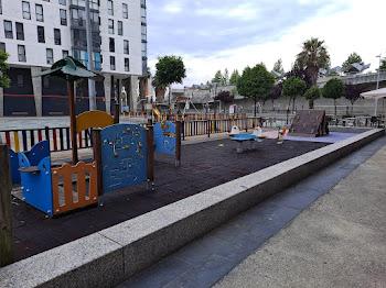 Parque infantil enfrente Froiz Navia