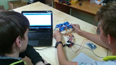 Photo: Кодируем поведение робота