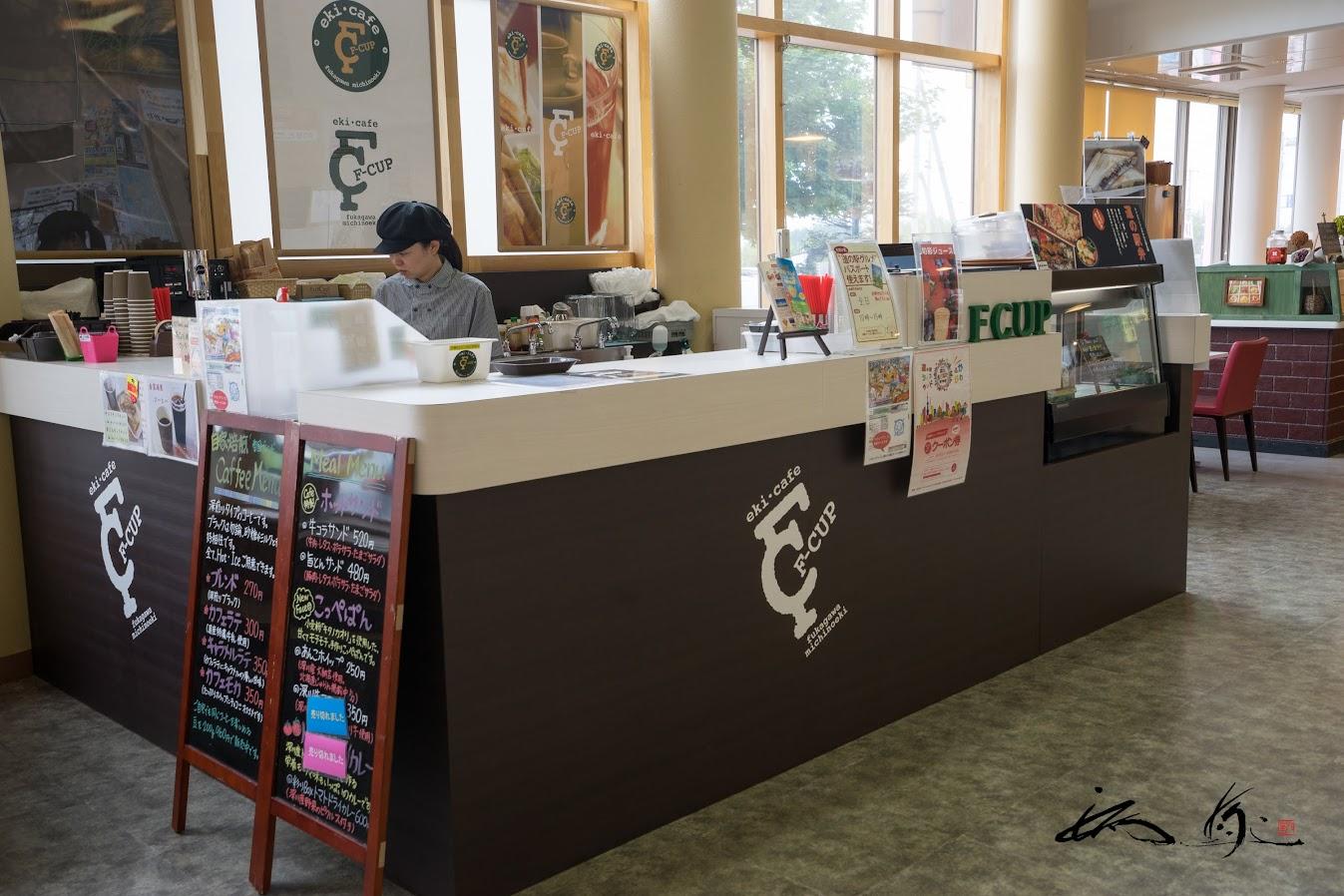館内のカフェ「エフカップ(eki.cafe F-CUP)」