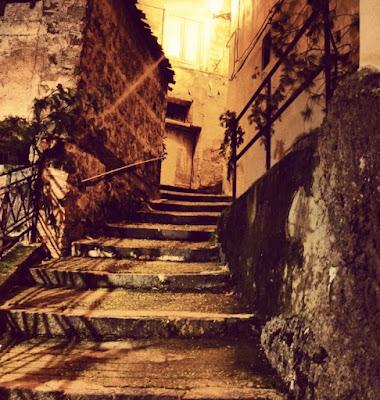 Una faticosa scalinata di tukutela